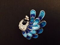 Fashion Elegant Crystal Peacock Love Rhinestone Brooch Pin