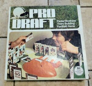 Parker-Brothers-PRO-DRAFT-Game-COMPLETE-with-50-1974-Topps-NFL-Football-Cards
