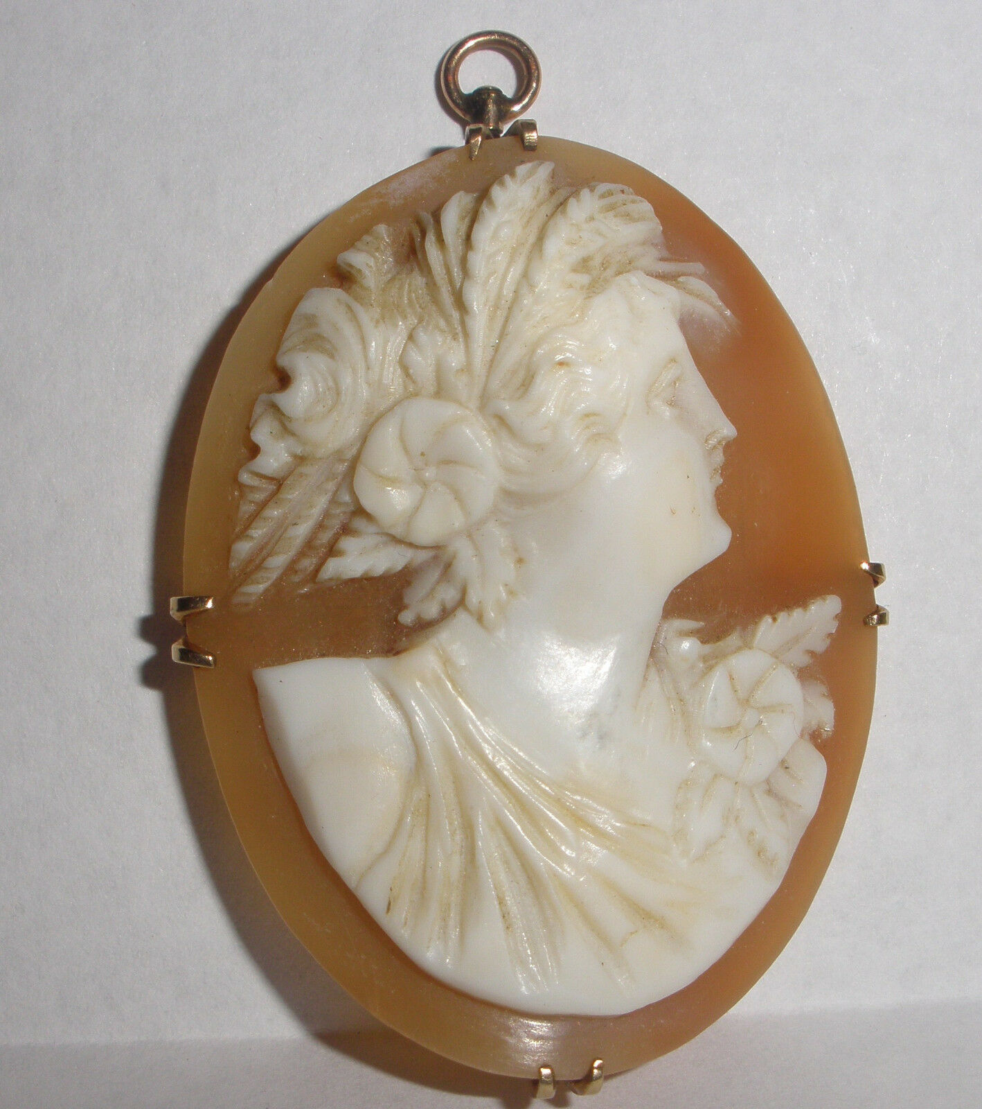 NICE 14K gold ANTIQUE VICTORIAN CARVED SHELL CAMEO BROOCH PENDANT UNUSUAL FRAME