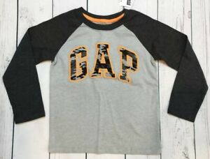 Baby Gap Boys 3-6 Months Gray Logo Shirt /& Camouflage Pants Nwt