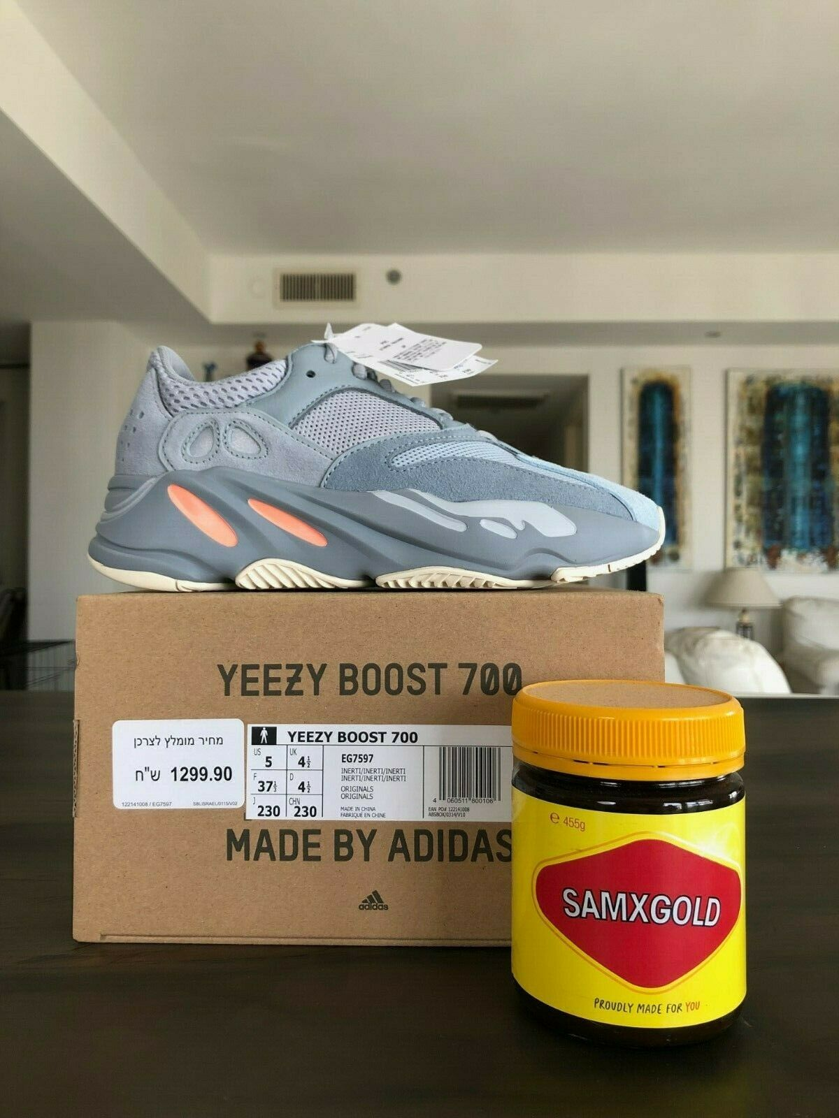 DS Yeezy 700 Inertia US5 UK4.5 EU37.3 BAE SIZE