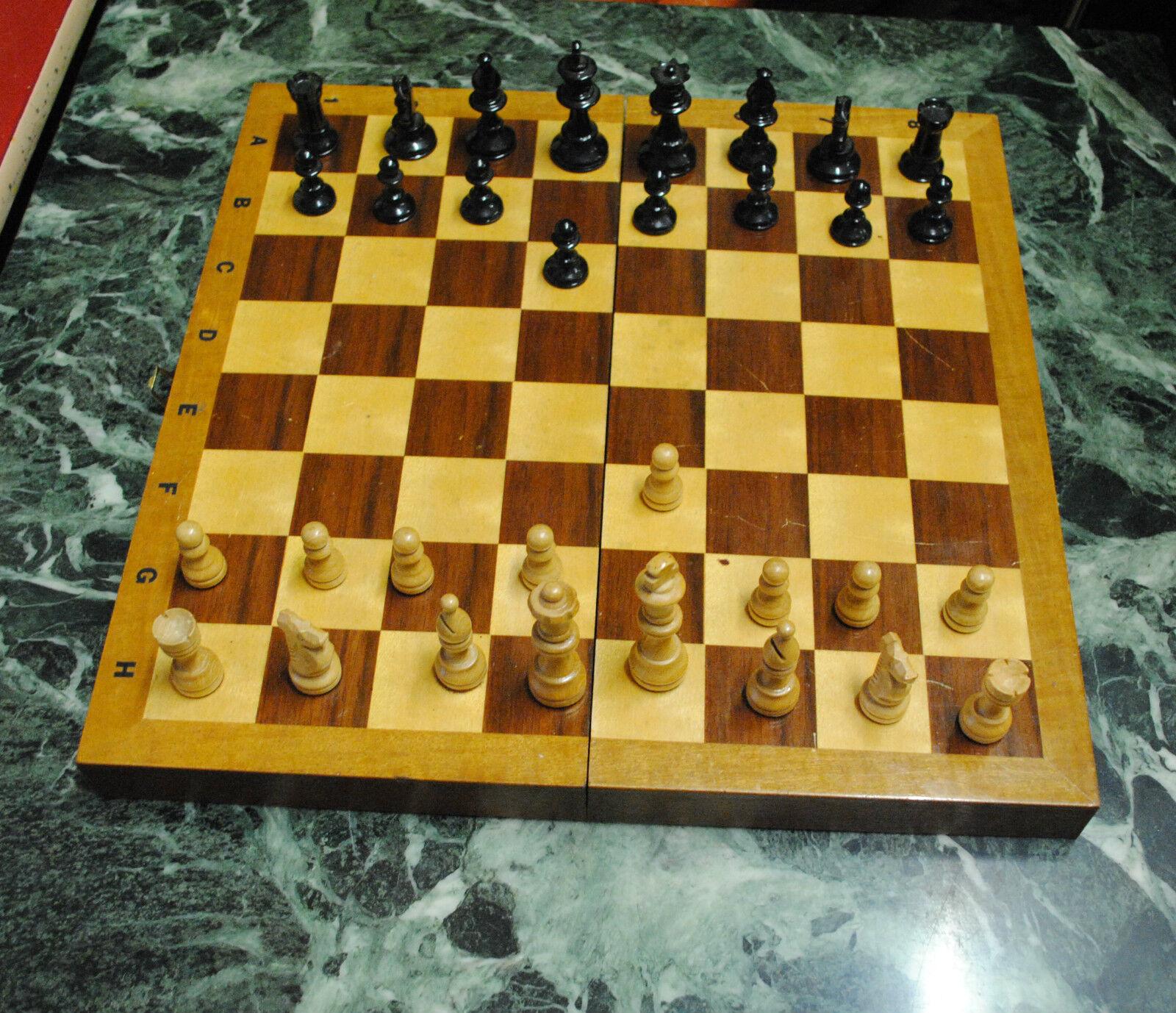 Schachspiel Schachbrett als Kiste Schachfiguren Holz älter Spiel game