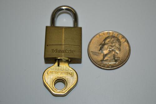 "3//4 in.Wide 1/""/&3//8ths Tall Solid Brass Lock 1 Small Master Lock Padlock"