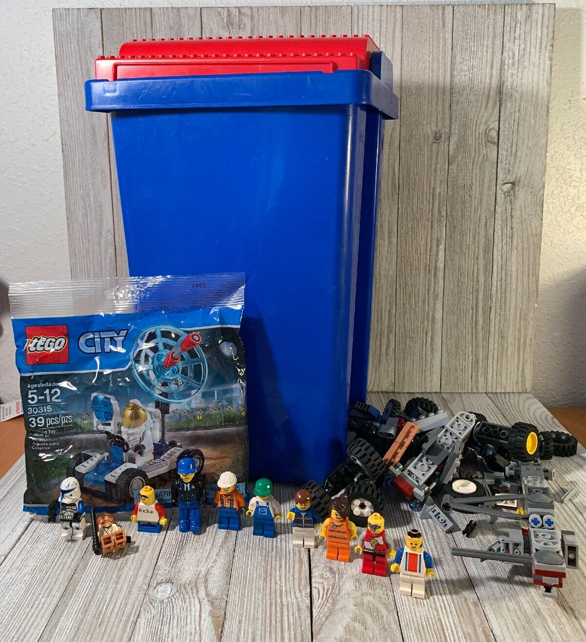 7 lbs LEGO Bulk City Loose Parts Some Minifigs Buildable Figures With LEGO Tub