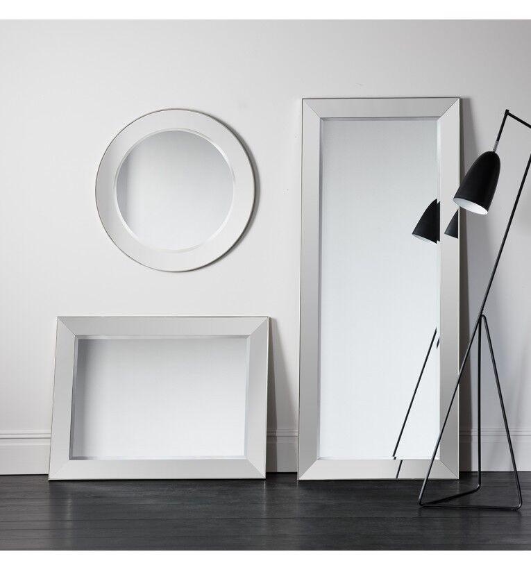 Bertoni Large Round Bevelled Venetian, Venetian Large Round Silver Wall Mirror