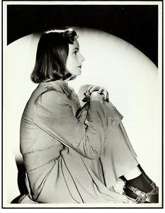 Greta-Garbo-in-Ninotchka-by-Clarence-Sinclair-Bull-Photo-1939-10-034-x13-034-VF-8