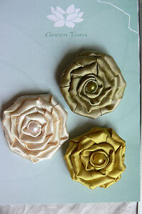 Flowers-3-SATIN-ROSETTES-Mixed-Colour-Pack-Fabric-Each-45-mm-across-Green-Tara