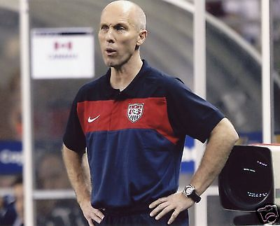 COACH BOB BRADLEY USA MEN'S SOCCER 8X10 SPORTS PHOTO (PEG)