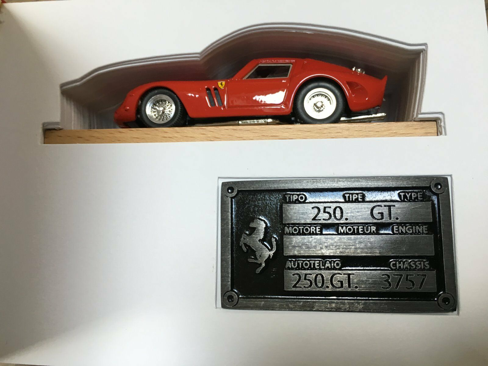 1 43 Ferrari 250 GTO 1962 rouge SPECIAL 40th ANNIVERSARY in a book n BBR Remember