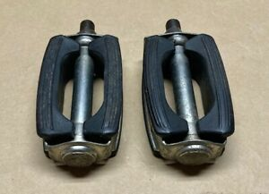 """VINTAGE 70's CHICAGO SCHWINN APPROVED BOW STYLE PEDALS+REFLECTORS~GERMANY`1/2"""""""