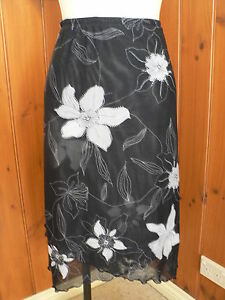 PRE-LOVED-DUCHAMP-LADIES-SIZE-16-NYLON-SHEER-SKIRT-BLACK-WHIT-FLORAL-LAYERS