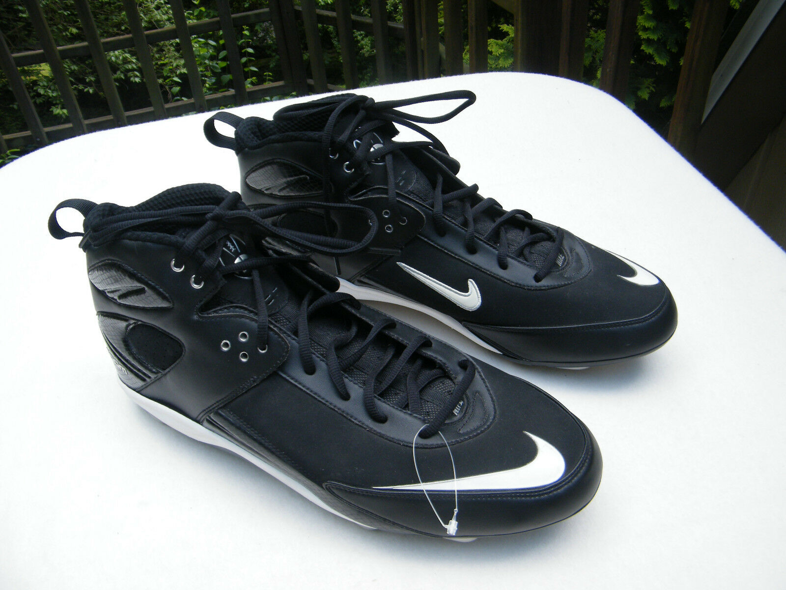 NEW NIKE Zoom Black & White Hi-Top Football shoes Size 16 (Cleats Not Included)