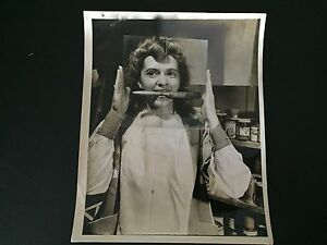 RARE-VINTAGE-MAD-SCIENCE-Photo-of-Chemistry-Lab-Technician-Glarinol-Demo