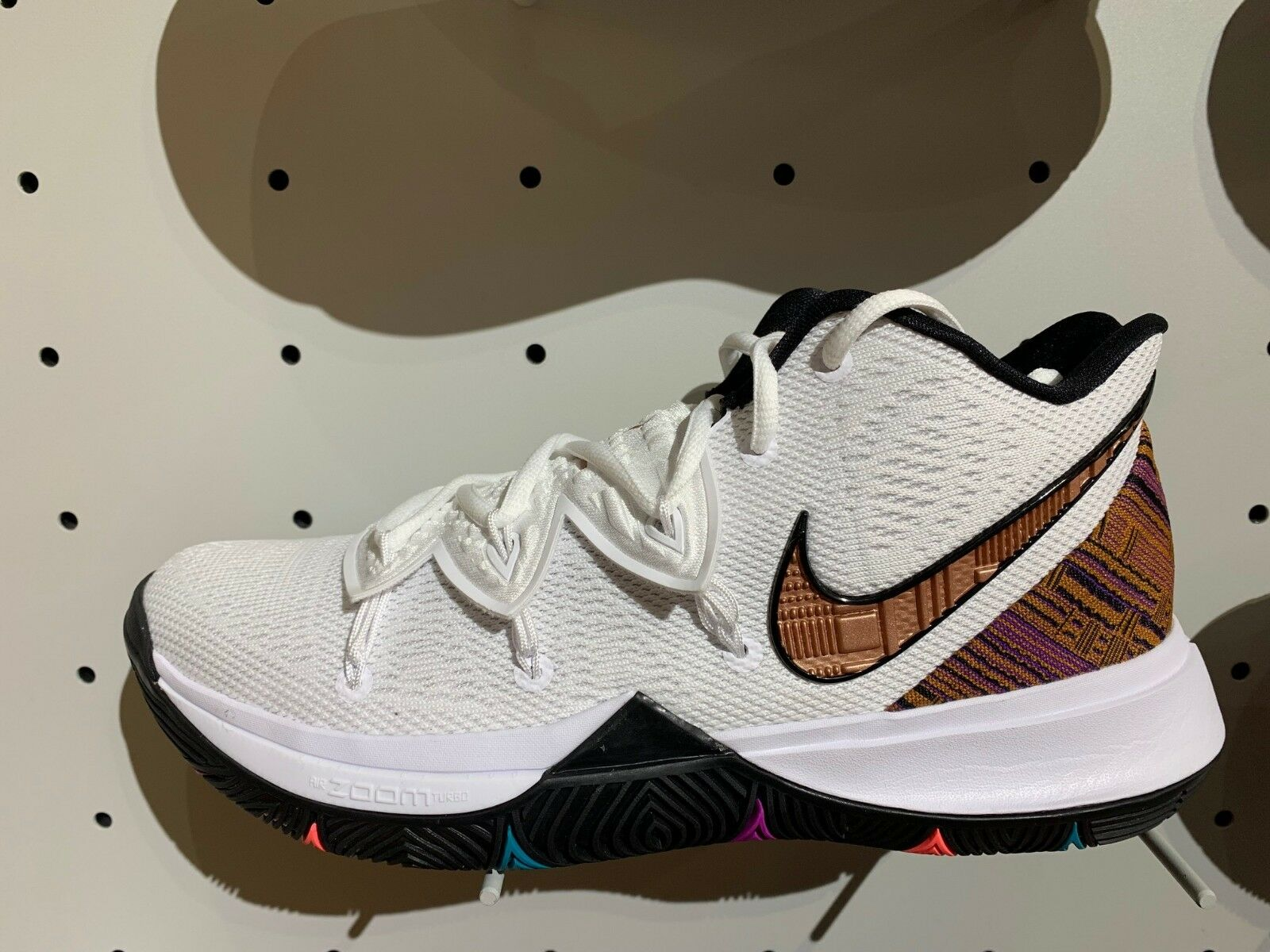 Nike Kyrie Irving 5 V BHM Black History Month White Multi Size 4Y-13 BQ6237-100