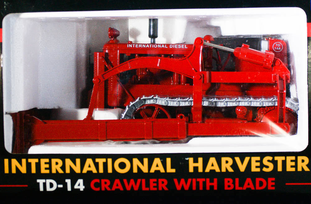 Red International Harvester TD-14 Industrial Crawler 1 16 Spec Cast Classic