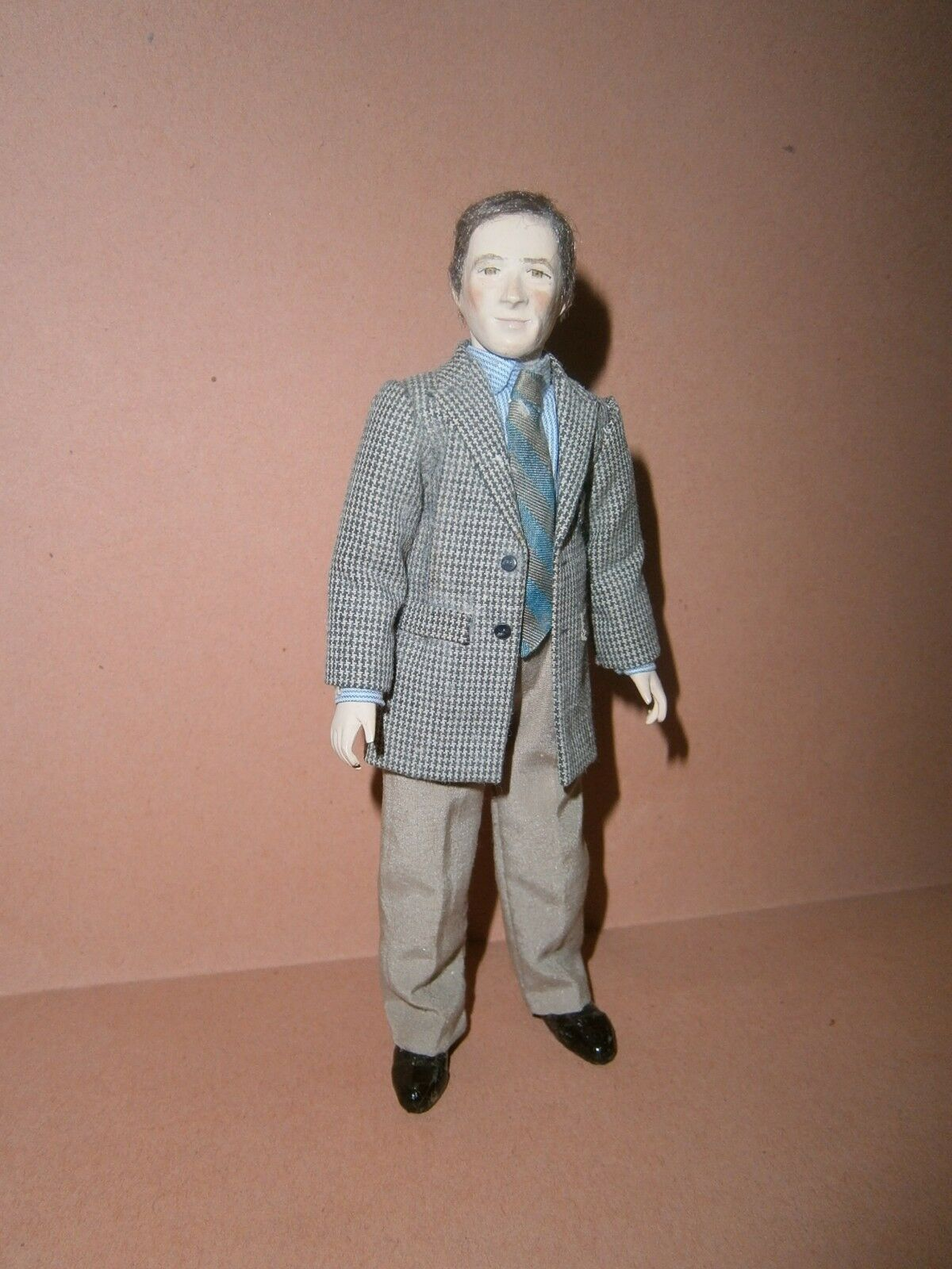 Collector miniature 1 12  Marie France Beglan dollshouse modern gentleman doll