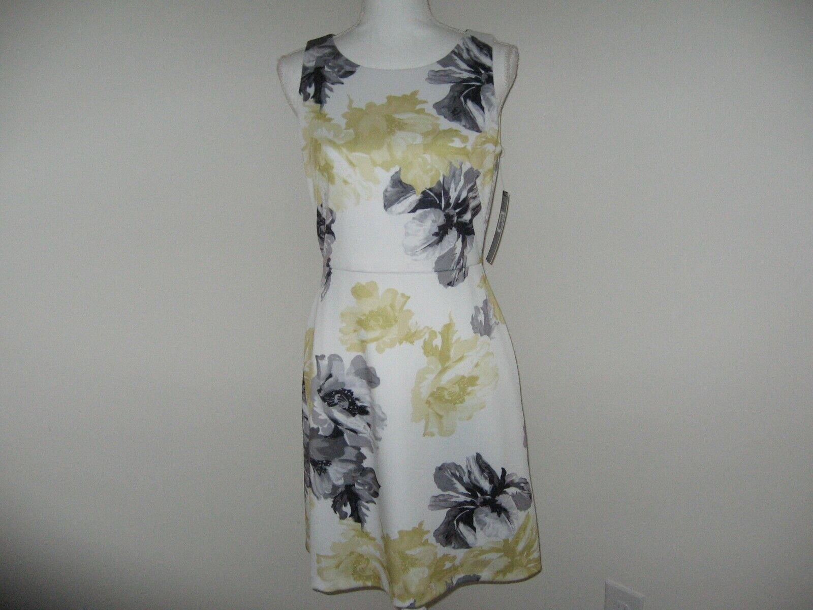 TAHARI ASL Floral Fit and Flare Dress for Woman Size 2P 4P NWT