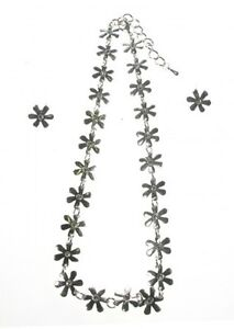 Daisy Necklace and Earring Set Silver with Sparkling Crystal Centre Stones 40 cm - Derbyshire, United Kingdom - Daisy Necklace and Earring Set Silver with Sparkling Crystal Centre Stones 40 cm - Derbyshire, United Kingdom