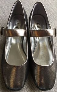 BNWT-Girls-Marks-And-Spencer-Pewter-Silver-Strap-Buckle-Shoes-Size-Uk-4-Euro-37