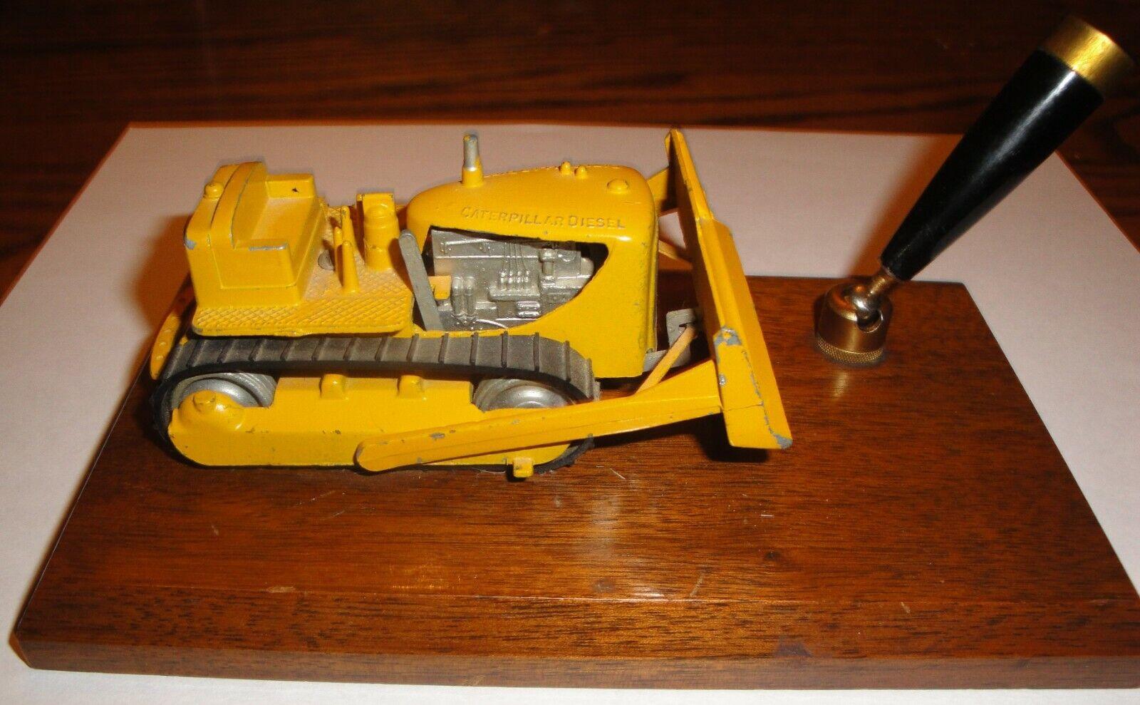 Vintage Tootsie Toy Dozer Caterpillar Diesel Die Die Die Cast Metal Desk Pen Holder Base c648fc
