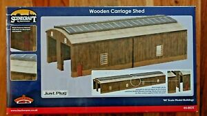 Bachmann Scenecraft 44-0035  OO Scale Wooden Carriage Shed Building NEW