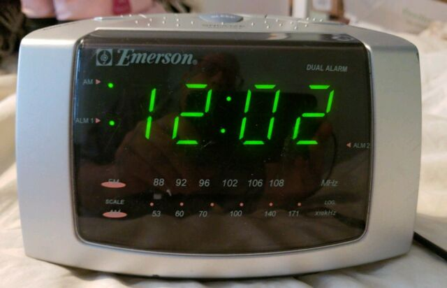 Emerson Alarm Clock AM//FM Radio With Snooze Model No CK5029