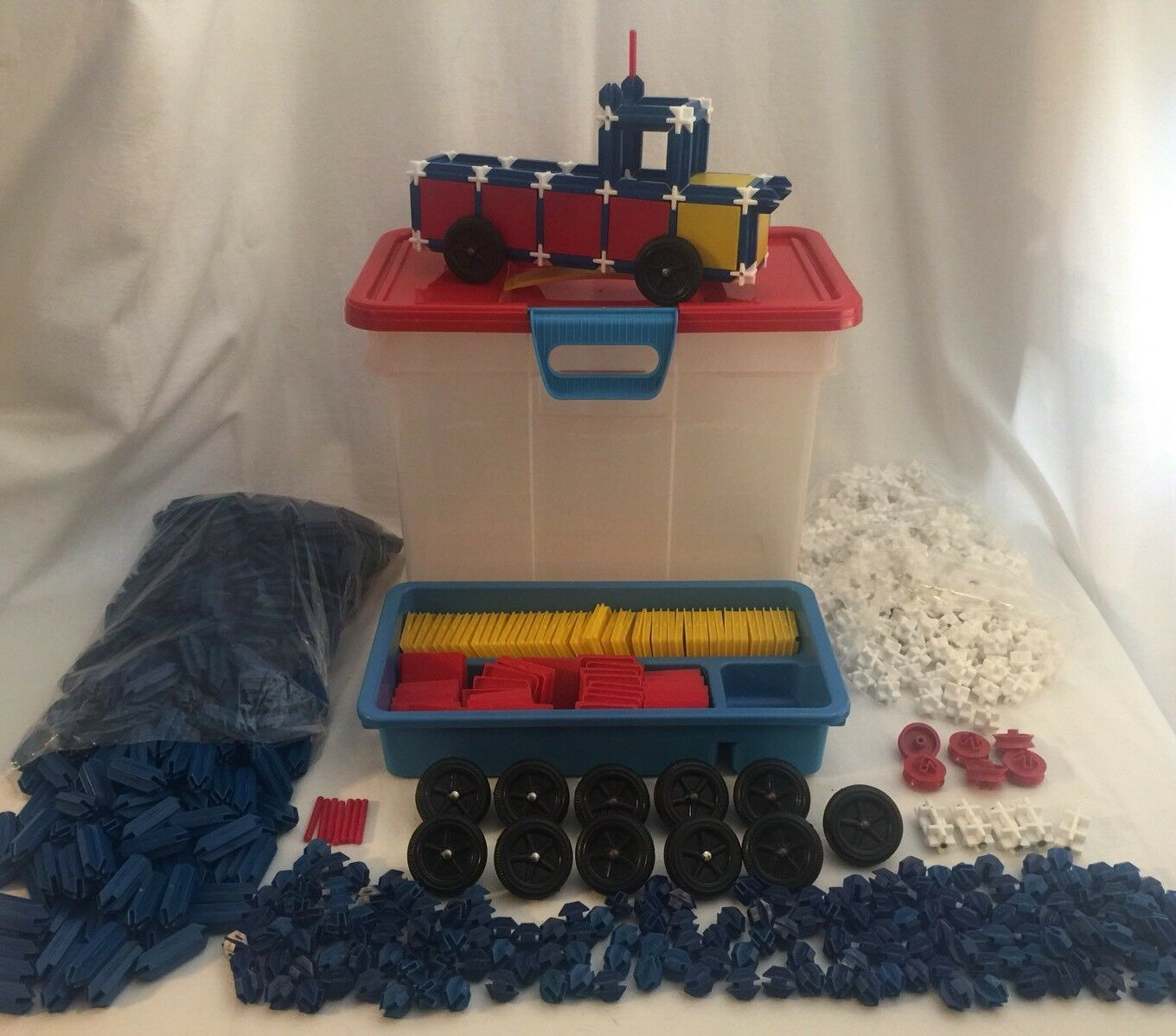 Vehicle Construction Set 1050 Piece Lot w  Carry Case