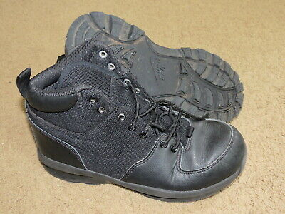 VGC Nike black tennis shoes / boots