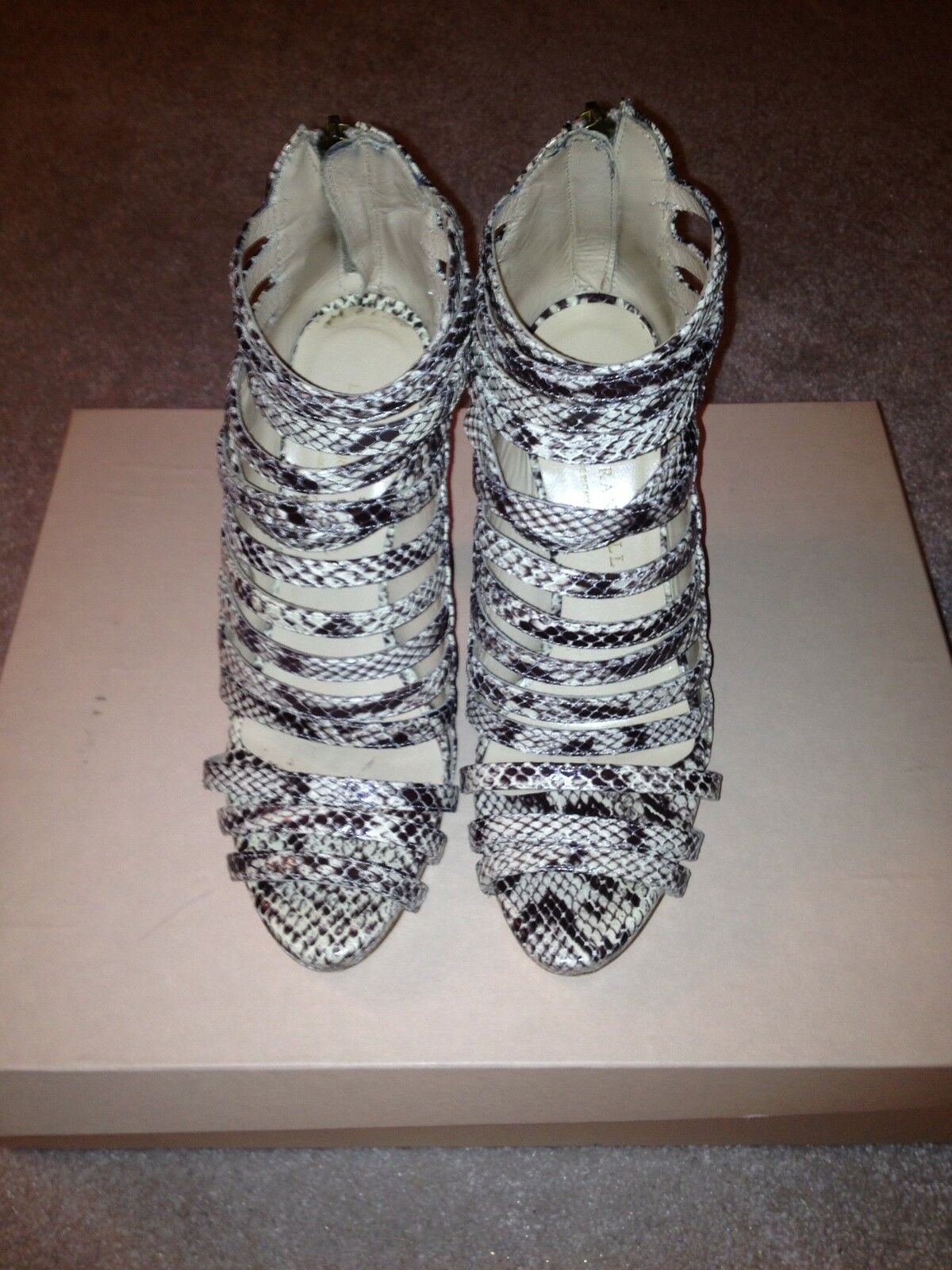 nuovo di marca Loeffler Randall Mabel Snake Embossed Embossed Embossed Very Strappy Open Toe avvioies Sz 6.5  outlet