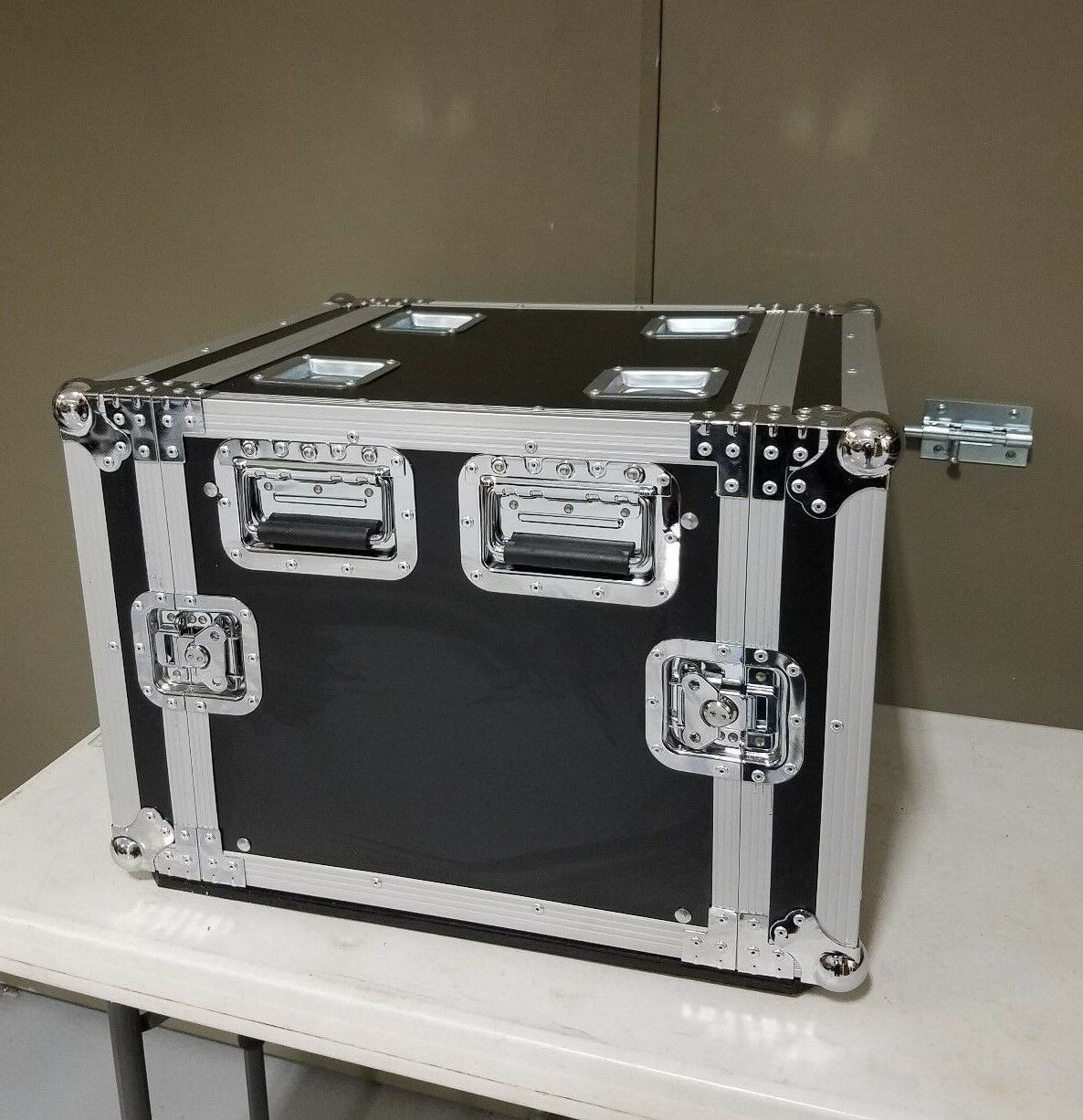 NEW 10U Roadcase with rails, Comes with 4  Casters, 18  Deep