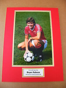 BRYAN-ROBSON-HAND-SIGNED-AUTOGRAPH-16x12-PHOTO-MOUNT-MANCHESTER-UNITED-amp-COA