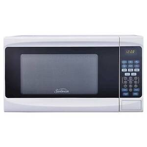 Image Is Loading Sunbeam 0 7cu Ft 700 Watt Digital Microwave