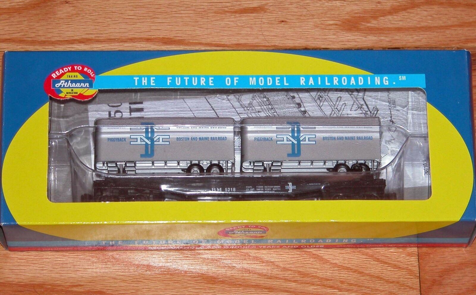 ATHEARN 92376 50' FLAT WITH TWO 25' TRAILERS BOSTON & MAINE BM 5218