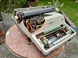 cut-model-Demonstrationsmodell-Olympia-SGE-TOP-Deko-Schreibmaschine-typewriter