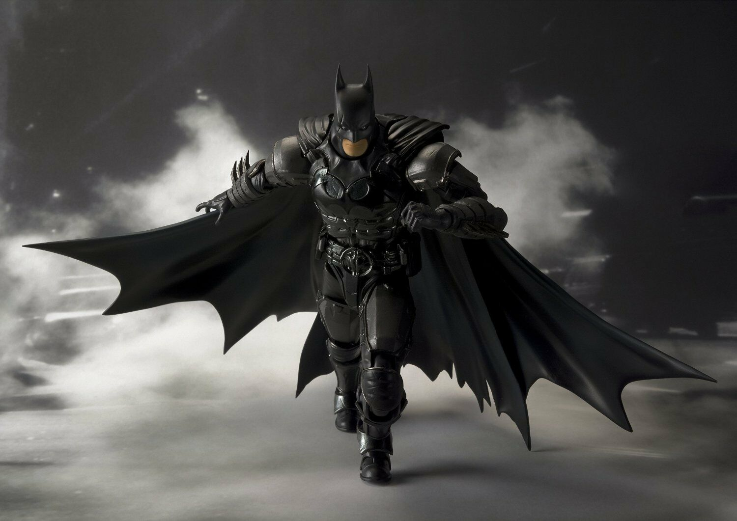 Hot S.H. Figuarts Batman Injustice Ver Toys  Dark Knight D C Medicom Takara