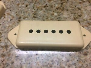 Cream-Vintage-1980s-Gibson-Dogear-P-90-Pickup-Cover-Stamped-UC-450-1-P90