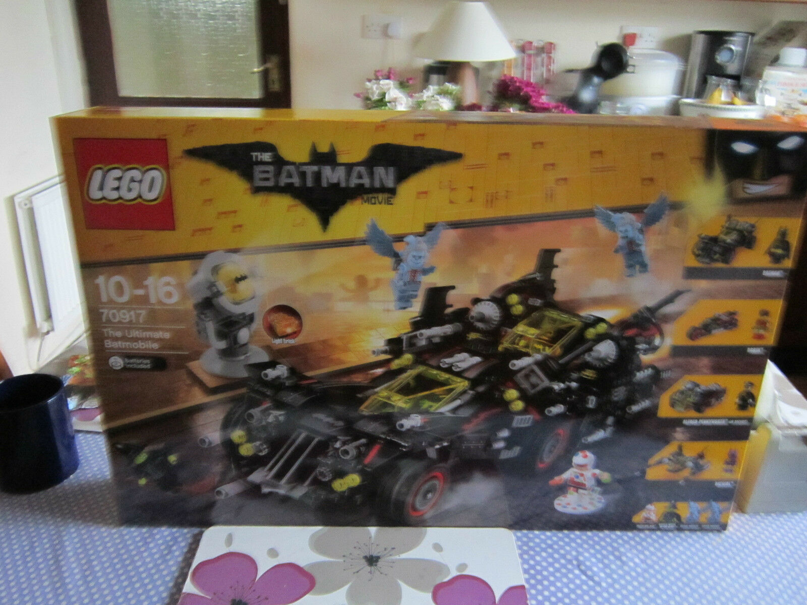 Brand new the ultimate batmobile, FIGURES HAVE BEEN REMOVED.