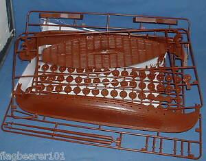 Revell-Viking-Ship-Kit-Incomplete-Missing-Oars-amp-No-box-1-50-scale-Plastic