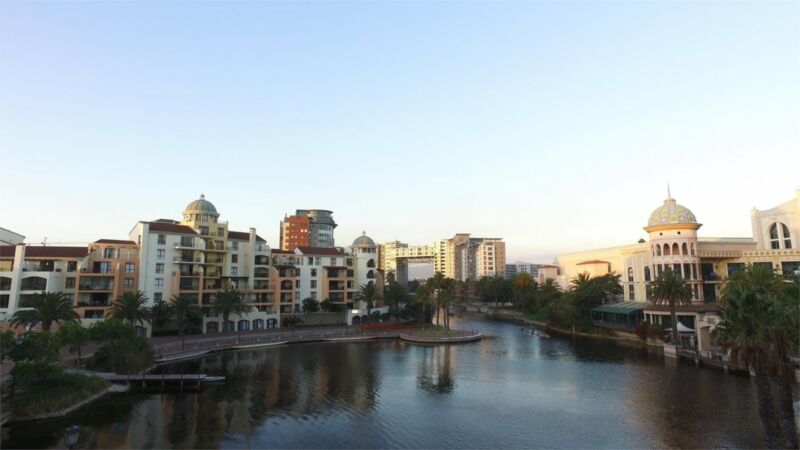 Lovely pet friendly three bedroom apartment overlooking picturesque Century City canal