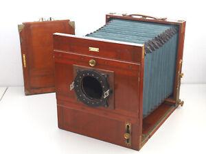 Holz Studio Großformatkamera 18x24 mit farbigem Balgen und Planfilmkassette