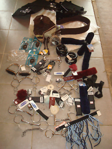 Lot matériel équitation cheval poney 95 % neuf sauf qq mors valeur stock