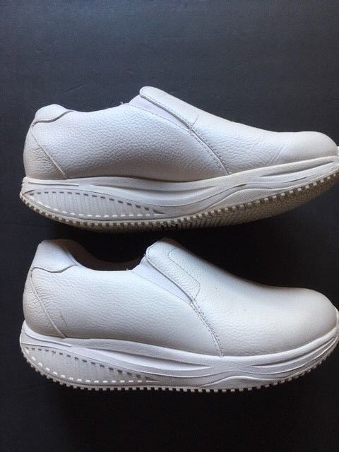 SKECHERS SHAPE UPS SLIP ON Taille 6.5 - ONLY  89.99 WITH FREE SHIPPING