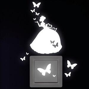 Wandtattoo-Leuchtaufkleber-Prinzessin-Schmetterlinge-fuer-Steckdose-Lichtschalter