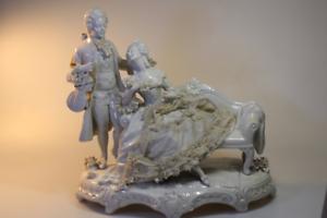 Antike-Porzellan-Figur-Liebespaar-Rokoko-Paar-Gruppe-beschaedigt