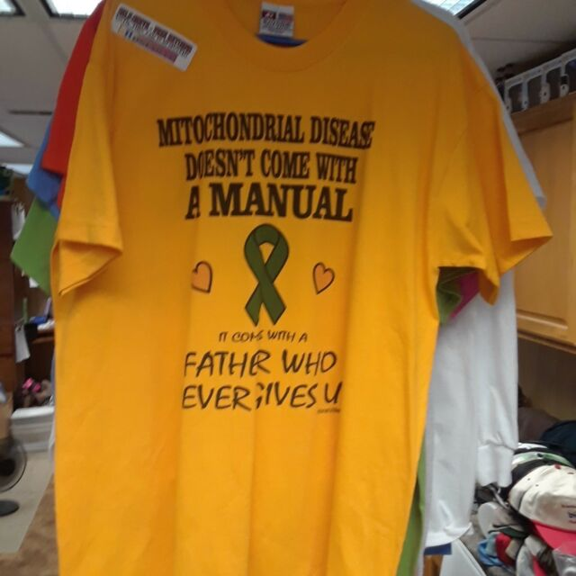 XL T-shirt Bayside Gold USA Mitochondrial disease Father never gives up