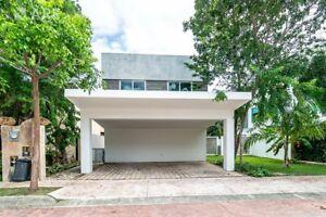 Casa en Venta, Lagos Del Sol, Cancún.