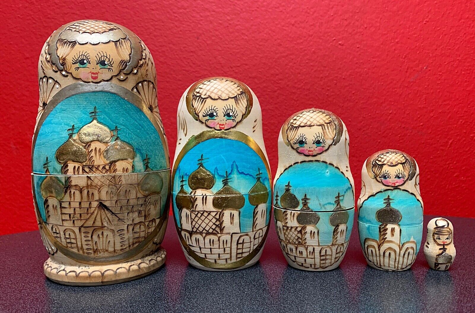 Russian Nesting bambola Set, Wood Burned  Church Motif, He Painted - 5 Piece  comodamente