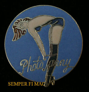 PHOTO-FANNY-NOSE-ART-HAT-LAPEL-PIN-UP-GIRL-MODEL-TIE-TAC-GIFT-WOW