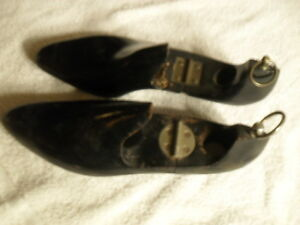 VINTAGE-PAIR-OF-BLACK-SHOE-STRETCHERS-WITH-METAL-HOOK-AND-HINGE-NO-SIZE-LISTED