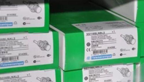 1PC New Schneider XS1M18AB120L1 XS1M18AB120L1
